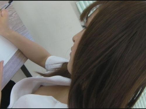 女子校生生胸チラモロ乳首2