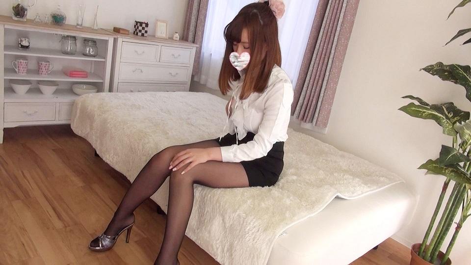 スレンダーモデル体型な女子大生の美脚魅せつけ!